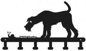 Schlüsselbrett: Welsh Terrier interessiert sich für eine Schnecke